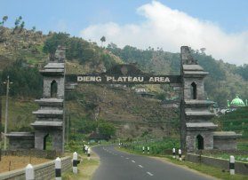 http://starwoss.files.wordpress.com/2011/09/day3-05-welcome-to-dieng1.jpg
